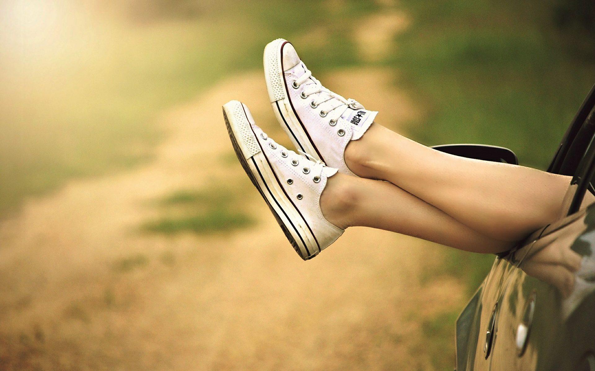 sposoby na spuchnięte nogi